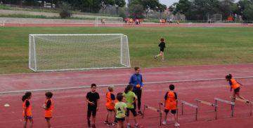 NIños jugando en el Complex Esportiu Municipal Hospitalet Nord.