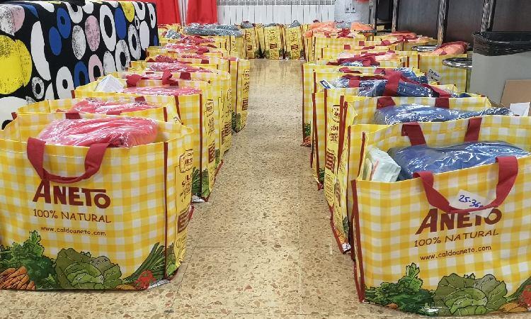 Cornellà Actitud y Botiga Solidària han recodido alimentos para las fmailias con pocos recursos. Foto: Twitter (@CornellaActitud)