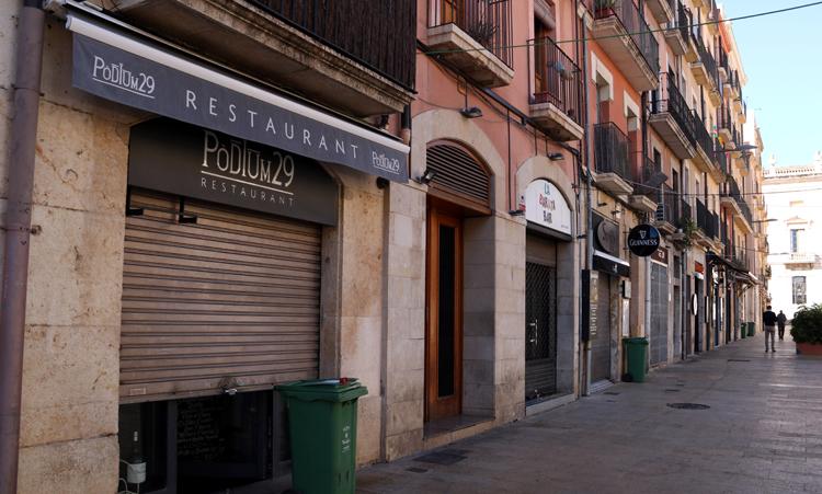 Las ayudas de la Generalitat servirán para mantener los comercios y los bares abiertos.