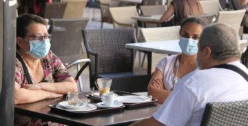 Podemos seguir yendo a las cafeterías, pero extremando las medidas de seguridad. Foto: ACN