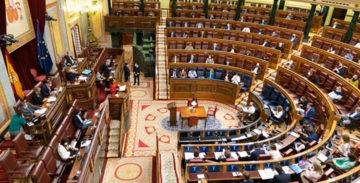 El acuerdo incluye descuentos para autónomos y un incremento de las becas educativas.