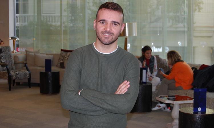 "Cristian Olivé, profe rebelde: ""Mi gran obsesión es despertar el placer por la lectura"""