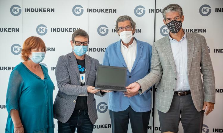 Una imagen del acuerdo entre Indukern y el ayuntamiento del Prat.
