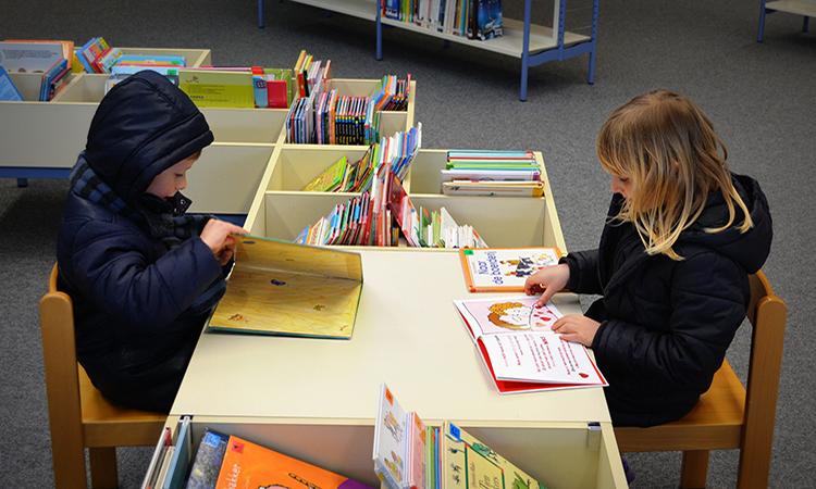 La Generalitat promueve la lectura infantil obsequiando con un libro a todos los niños de seis años