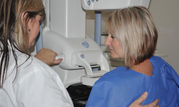 El Hospital de Viladecans cuenta con un nuevo mamógrafo