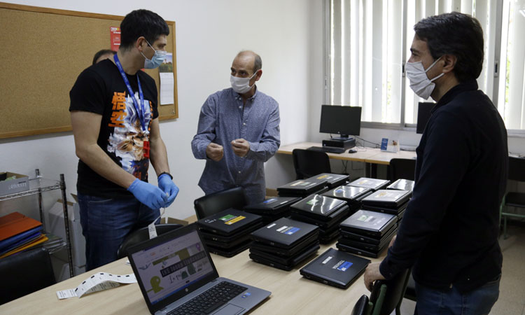 La Generalitat proporcionará ordenadores a todos los estudiantes de 3º y 4º de ESO, de bachillerato y FP.