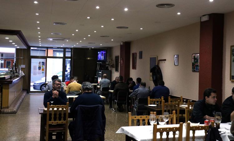 Los restaurantes consiguen ganar un poco de aire con las nuevas medidas. Foto: ACN - Lluís Sibils
