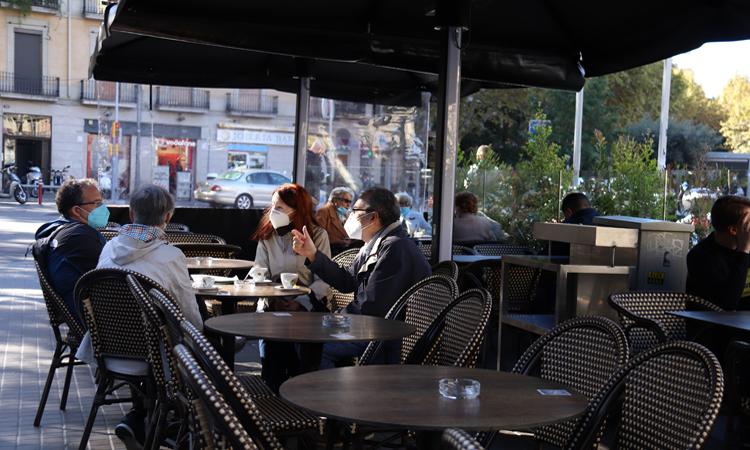 La Generalitat ofrece ayudas directas a los bares y restaurantes que tengan que cerrar.