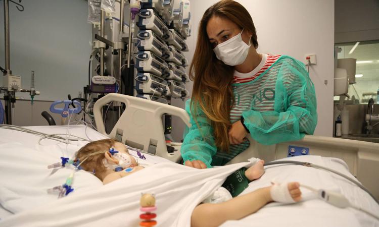 Una de les niñas que recibieron trasplante de higado en el Hospital Infantil de Vall d'Hebron