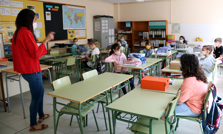 La Generalitat contrata más rastreadores para garantizar la seguridad en las aulas.